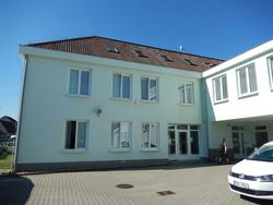 Pronájem moderní administrativní budovy, 479 m2 (364 m2 kanceláře), parkovací dvůr, Brno Řečkovice